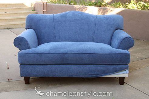 Jessica Loveseat dressed in Venice.